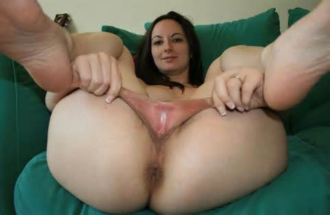 Brunette met echt grote Pussy Lips 3 foto 's