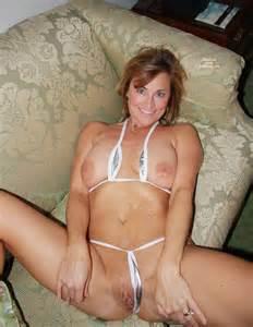 Moeder volwassen Milf mooie beha Thong geschoren glad Blonde tieten Pussy