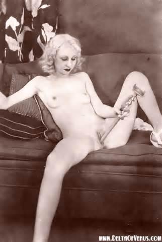 Antieke Erotica jaren 1920 blond meisje geschoren Pussy Vintage porno