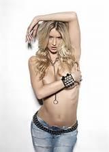 Naakt meisje Sophie Reade Topless extreem grote borsten fotoshoot