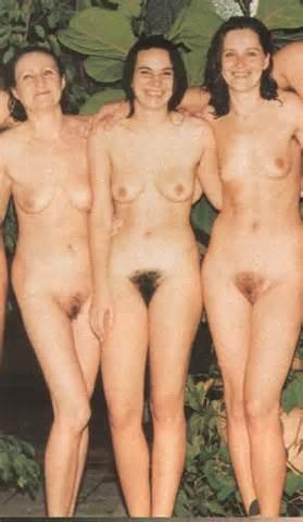 Groep van meisjes Show harige Pussy Foto 26 geüpload door Vikinger op