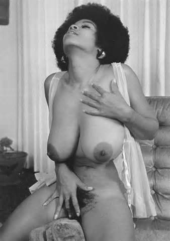 Vintage Ebony harige Pussy en grote tieten A Ebony Vintage Retro Big Boobs