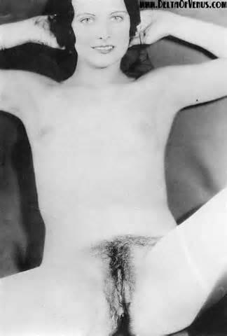 Antieke naakt jaren 1930 Flapper pronkt haar Pussy Vintage porno