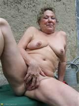 Sexy en Kinky tuinman Granny