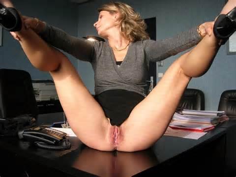 Amateur Milf toont haar zoete Pussy op Office Russische Sexy meisjes