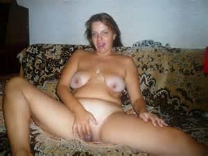 Jpg In Galerie volwassen vrouw Natasha naakt en speelt met haar kutje