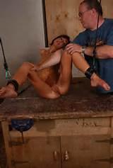 Kut van anorexia meisje afgedroogd harde martelingen BDSM foto 's
