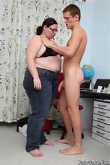Slanke man vinger kut van vet dame voor gouden BBW foto 6